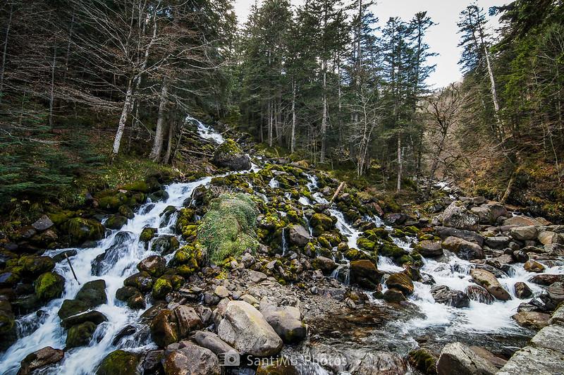 Cascada de los Uelhs deth Joèu incorporándose al río
