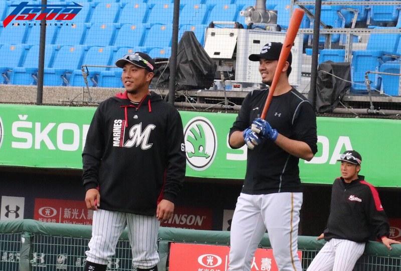 (圖左)李杜軒、郭嚴文賽前聊天。(行大昀/攝)