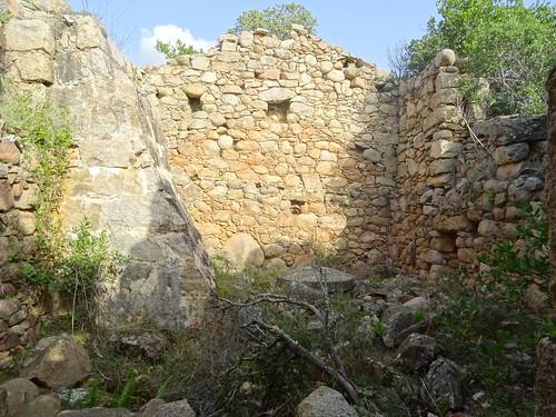 Urgonu suttanu : intérieur du moulin et arrivée de la chute d'eau
