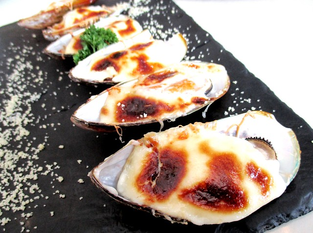 LaDoree cheese mayo baked mussels