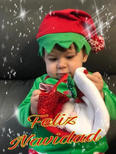 Unai disfrazado de Elfo os desea Feliz Navidad