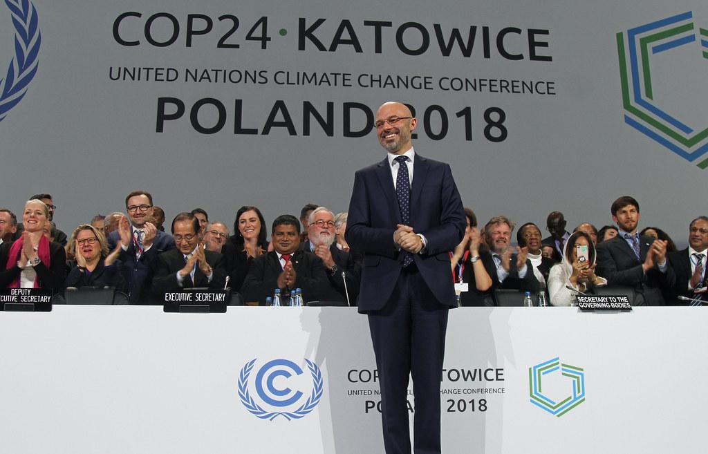 第24屆氣候大會落幕,在各國代表的熬夜奮戰下通過大部分「巴黎協定工作計畫」(PAWP)的內容。圖片來源:UNclimatechange