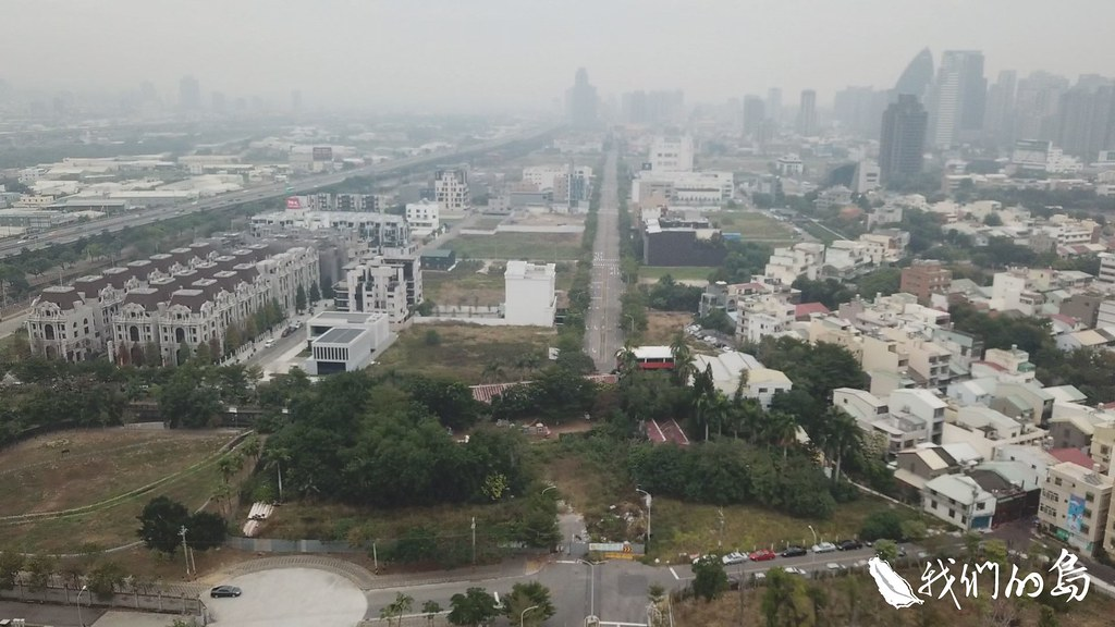 2008年確定,將市政路以南、龍富十路以北186公頃,都劃入重劃範圍,成為全台最大的自辦重劃區。