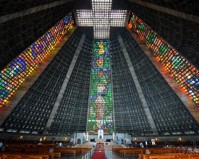 Interior de la Catedral de San Sebastián en Rio de Janeiro