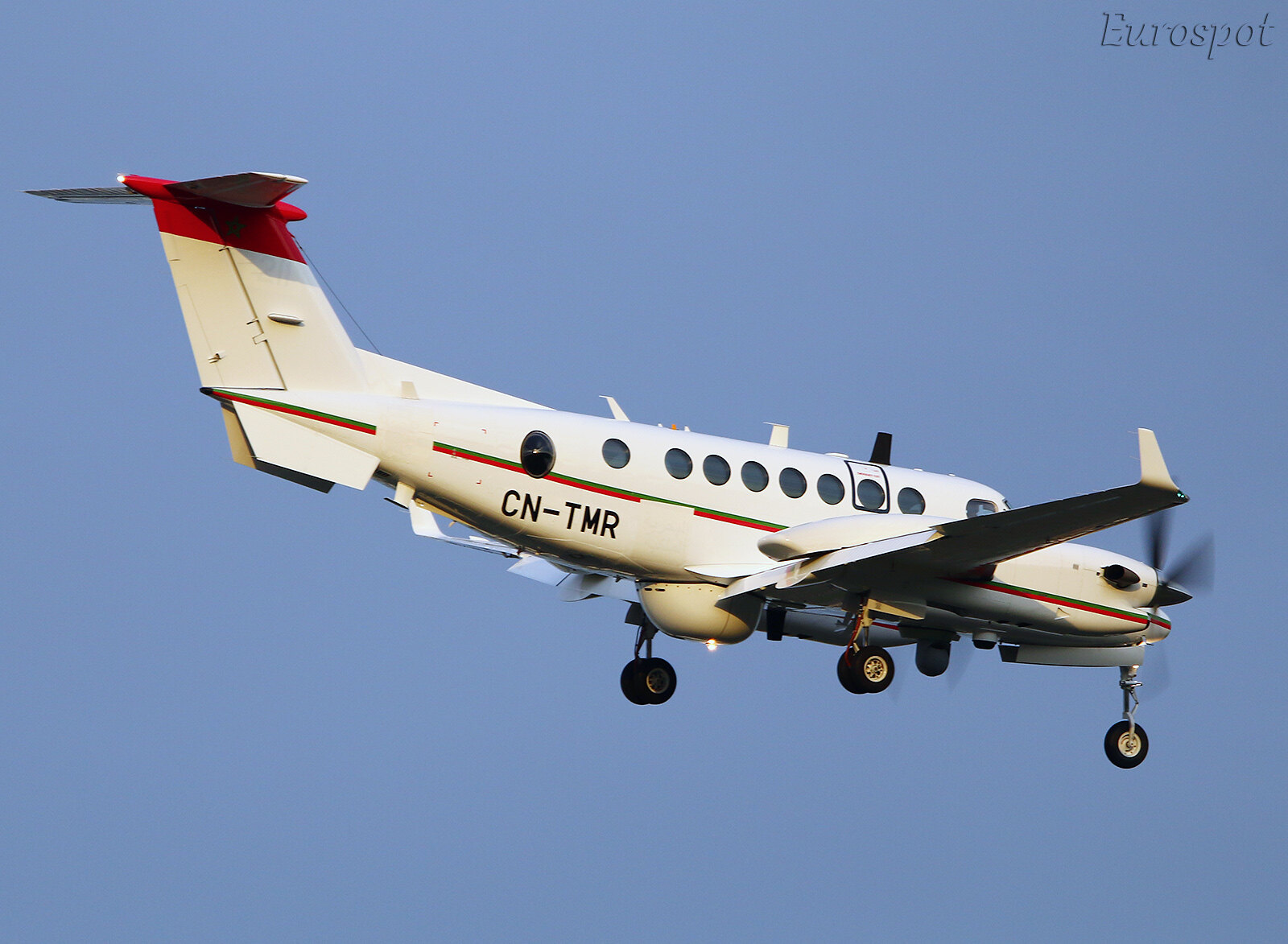 Beechcraft Super King Air 350ER - Page 3 45801424441_e16b587450_h