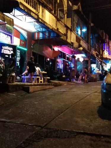 sesso saloni di massaggio a Singapore immagini di ebano micio