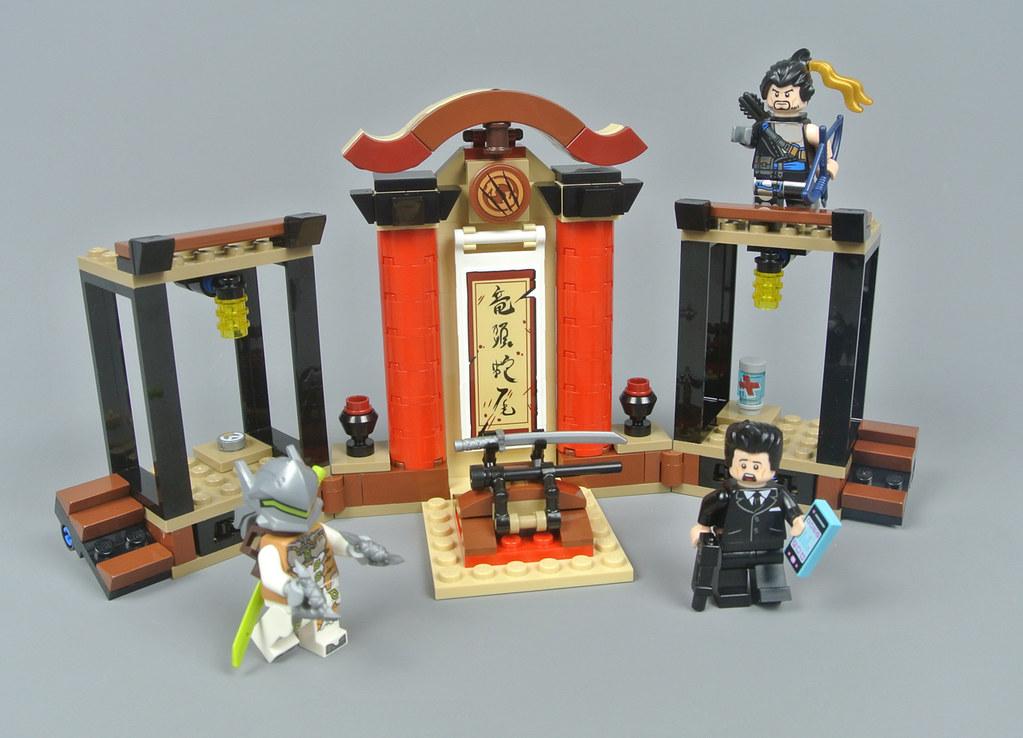 Warrior Minifigure w// Gold Plated Torso /& Scabbard w// 2 Katana Swords LEGO