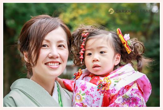七五三 着物姿の女の子とママ