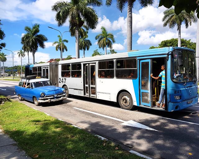 Coches y autobuses de La Habana