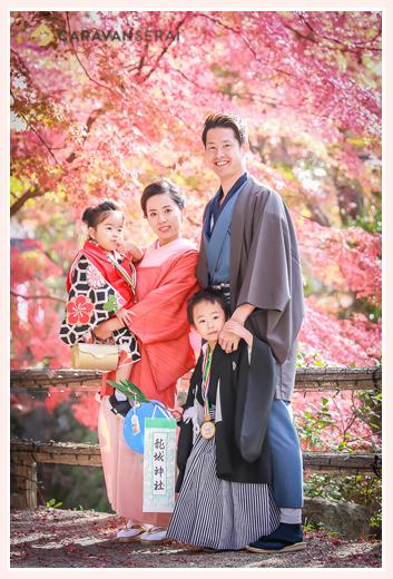岡崎公園の紅葉の中の七五三♪ママもパパもお着物で/愛知県岡崎市