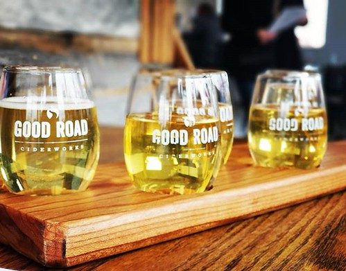 A flight from the amazing @goodroadcider. Five 4.5 ounce pours and they allow for #Mead tasting. Mead, of course is made from #Honey. Ciders are made with #Apples. The ciders and meads made at this #Charlotte Ciderworks compete against the best wines we h | by BitesnBuzz