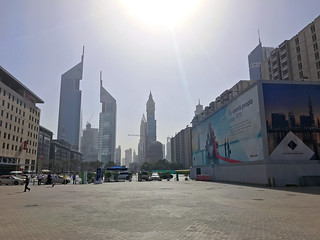 площадь перед World Trade Center Dubai