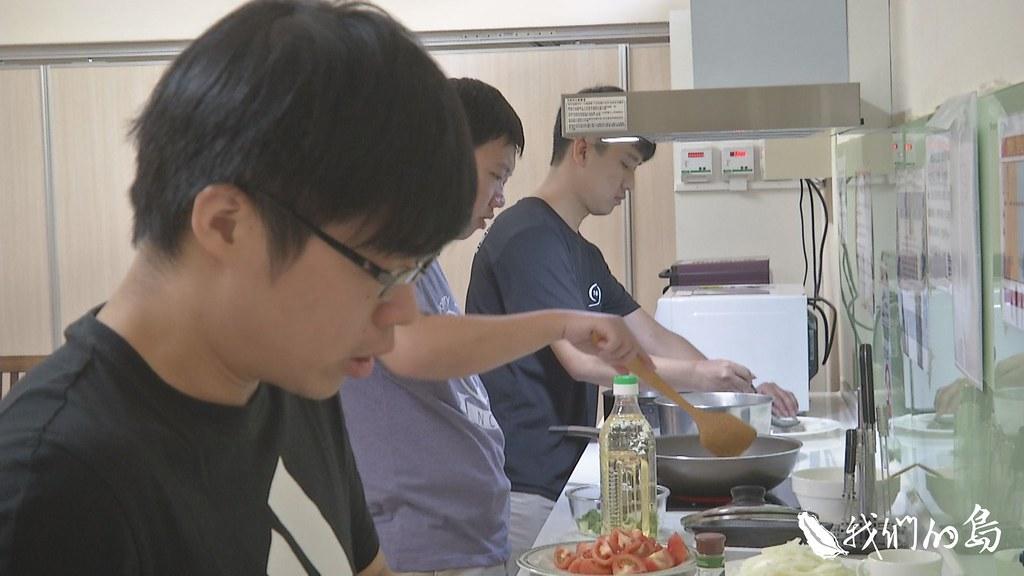 中興大學九月在男生宿舍開辦了第一個本地學生的校園廚房。