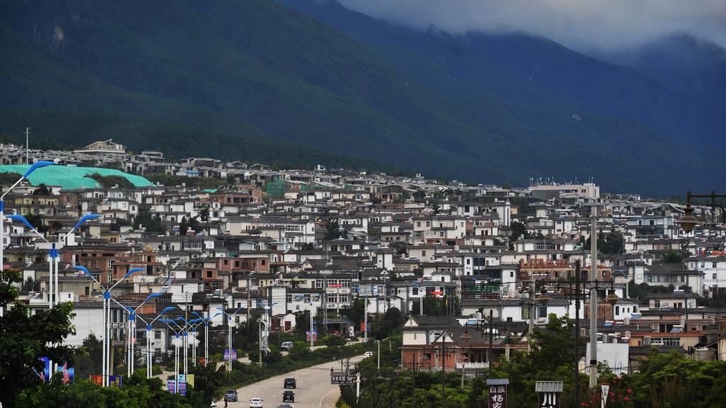 洱海附近大型的造鎮計畫,加大人口移住,未來成為更大環境危機。攝影:郭志榮