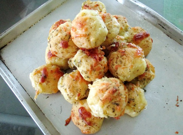 Gluten-free garlic cheese buns