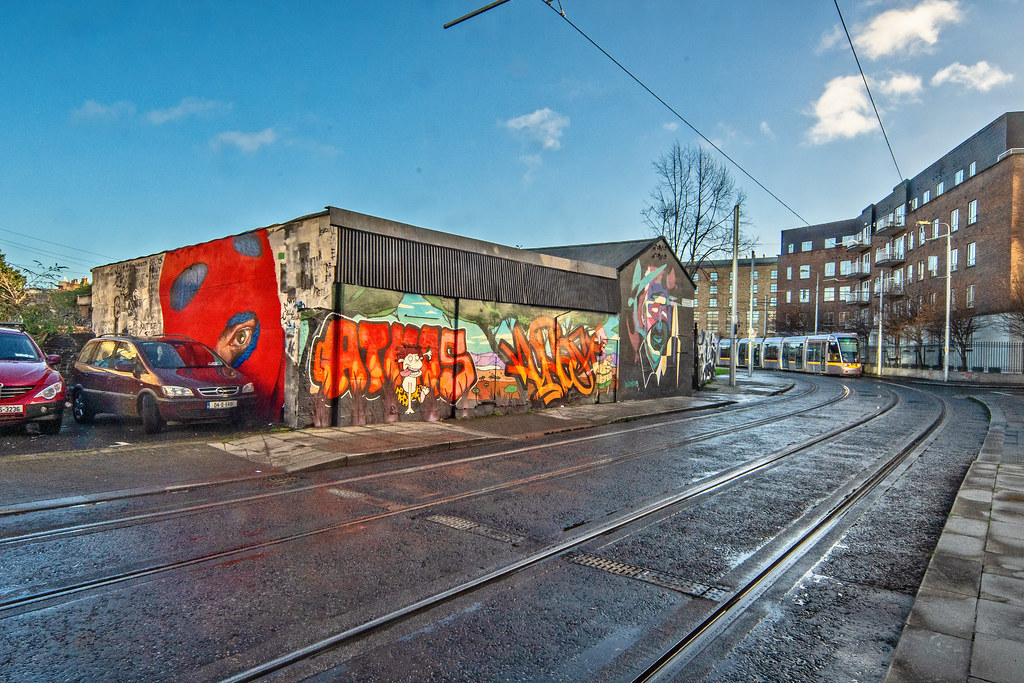 STREET ART AND A TRAM - PETERS PLACE 001