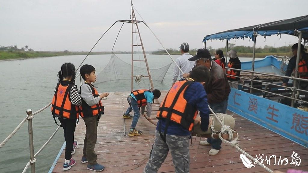 早期二仁溪的漁民都用四手網捕魚,這幾年重現河面。