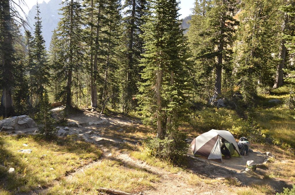 在Cascade Canyon裡的營地,除了紮營的那一方土地,和終年融化的雪水流經,沒有多餘的設施。