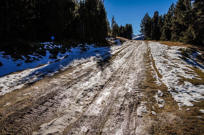 Nieve fundiéndose en una pista de esquí de Plateau de Beille