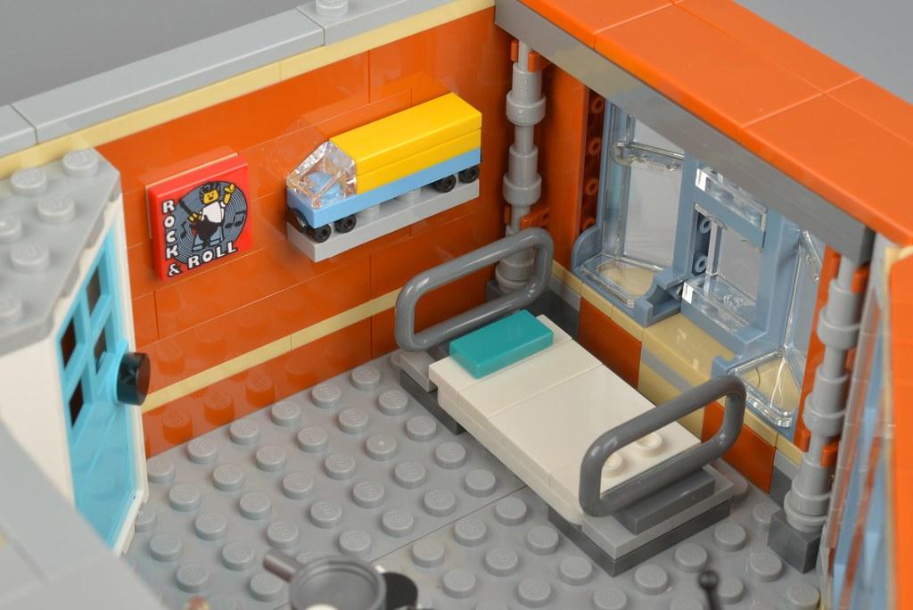 LEGO Creator Expert 10264 Corner Garage review   Brickset: LEGO set