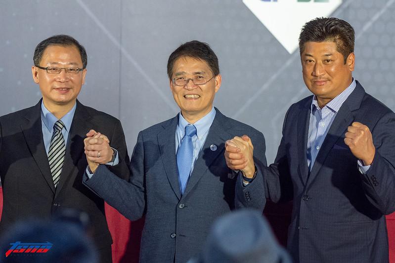 中職會長吳志揚(左)、體育署長高俊雄(中)與棒協理事長辜仲諒。(資料照。王啟恩/現場拍攝)