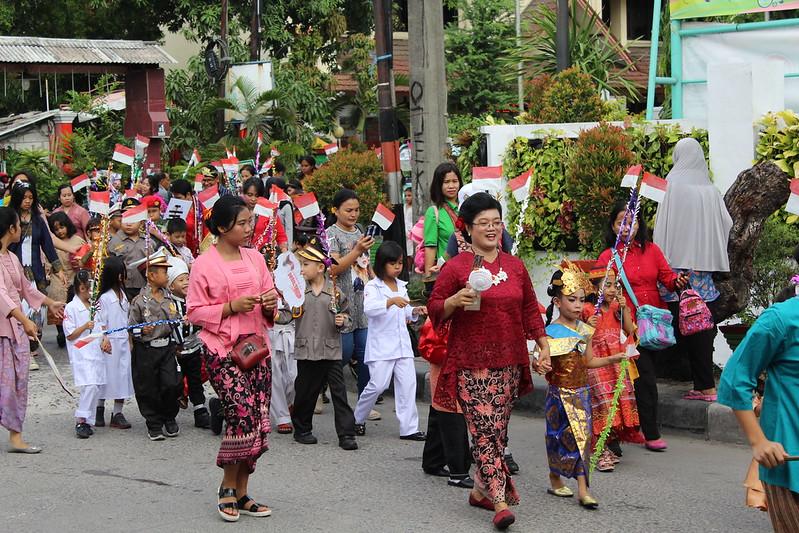 Kegiatan Karnaval Budaya di Strada Kompleks Bhayangkara