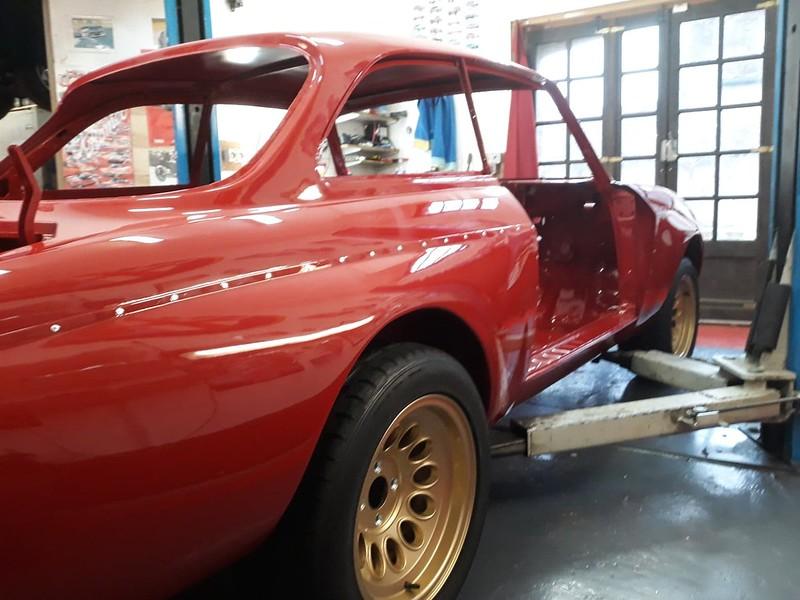 Alfa Giulia Sprint GTA Bertone coque nue en peinture Nielman Racing 39683846983_bd738d6c14_c