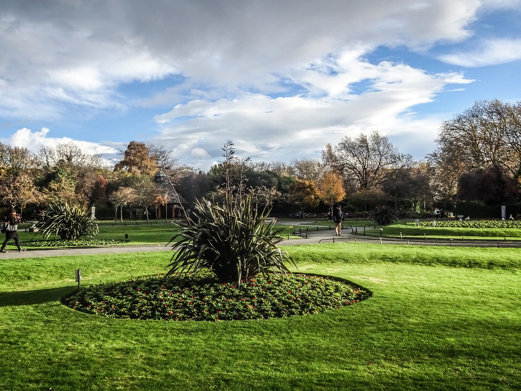 ST. STEPHEN'S GREEN IN AUTUMN 014