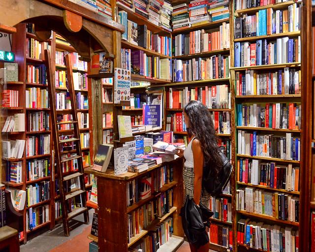 Interior de la librería Shakespeare de París
