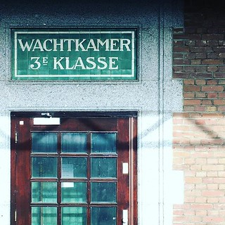 #wachtkamer #deventer #retro #traintravel #netherlands | by jonworth-eu