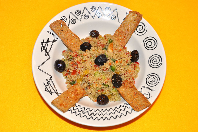 Taboulé ... Bulgursalat --- gebratener Tofu --- orientalisch, vegetarisch, vegan ... Foto: Brigitte Stolle