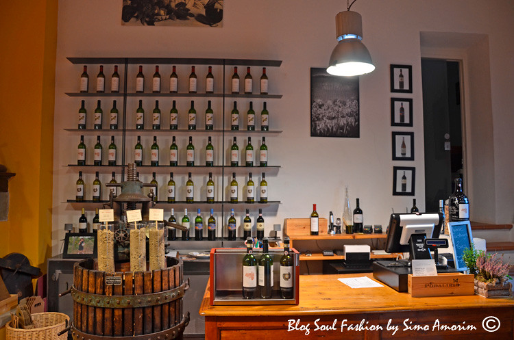 Detalhes da sala de degustação e compra direta dos vinhos