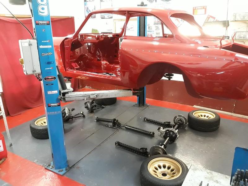Alfa Giulia Sprint GTA Bertone coque nue en peinture Nielman Racing 46596284302_24814e8088_c