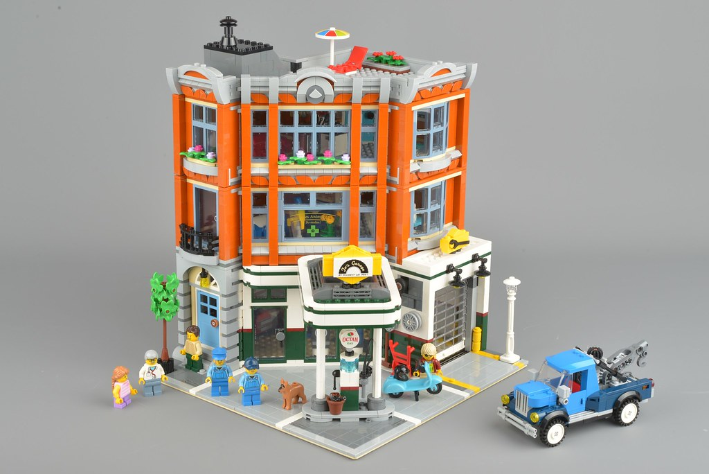 Lego Creator Expert 10264 Corner Garage Review Brickset Lego Set