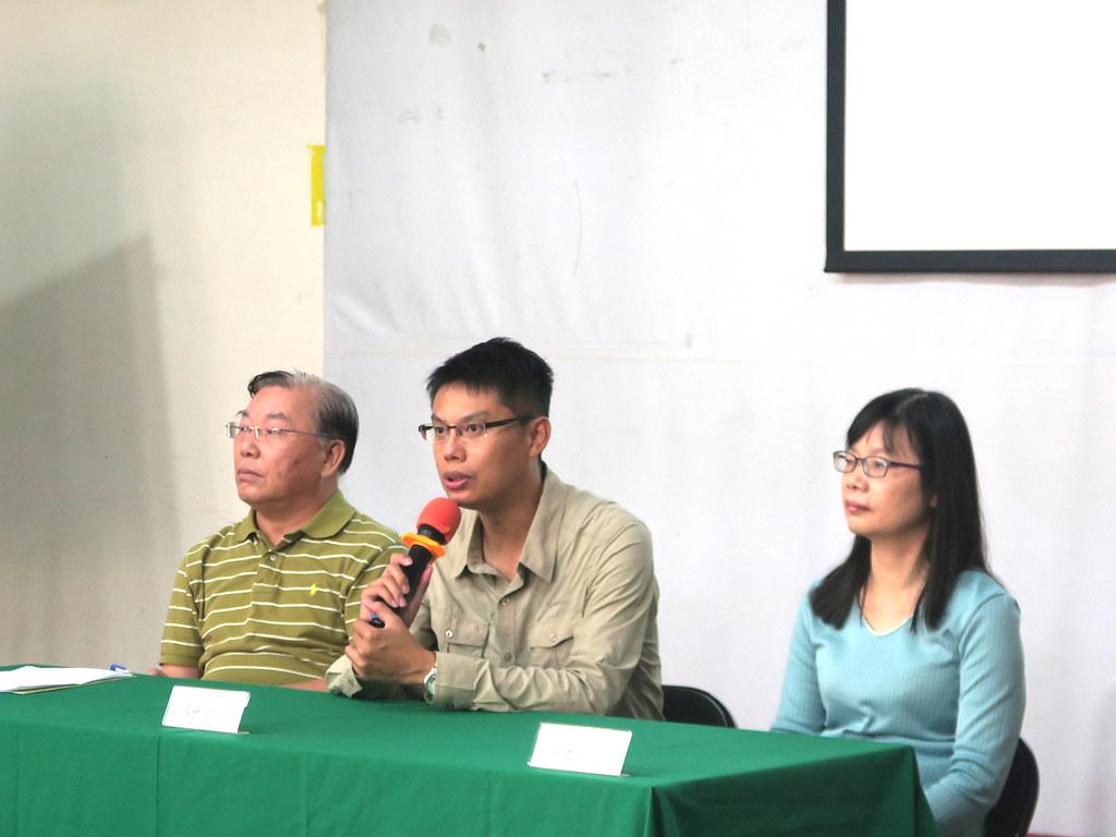 中華鳥會理事長蔡世鵬(中)呼籲政府部門關注水鳥族群數下降的現象。圖片來源:中華鳥會