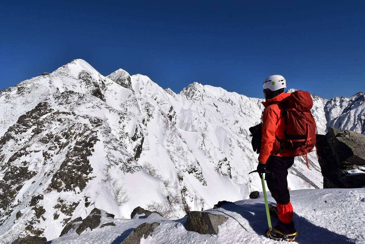 独標から西穂高岳山頂を眺める