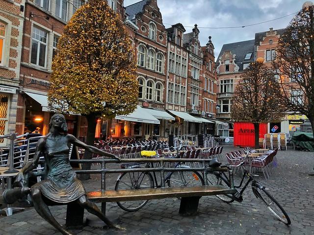 Oude Markt de Lovaina (Flandes, Bélgica)