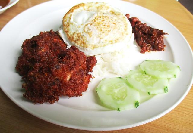Sri Pelita nasi lemak ayam berempah 2