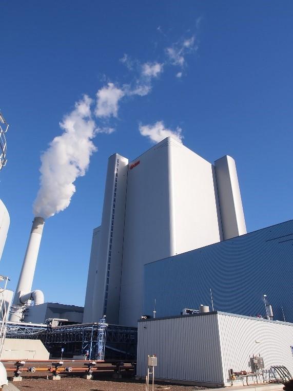 位在鹿特丹附近Maasvlakte工業區的新燃煤電廠,由德國E.ON(現為Uniper)所有,配有碳捕捉設備,於2016年取得營運執照。(作者攝)
