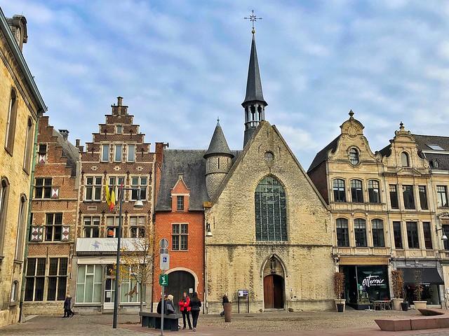 Capilla de Santiago en la Grote Markt de Lier en Flandes