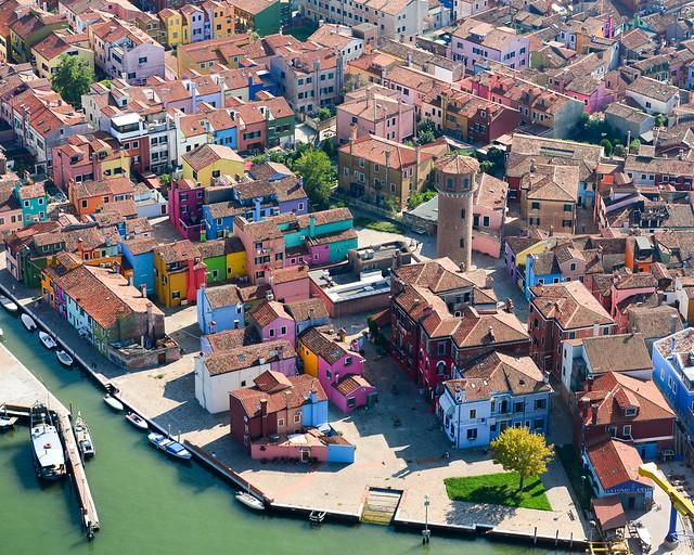 Vista aérea de Burano con las casitas de colores