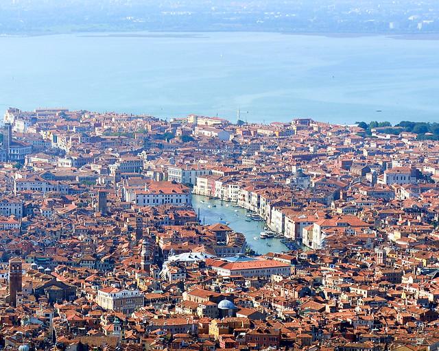Gran Canal de Venecia desde un vuelo en helicóptero