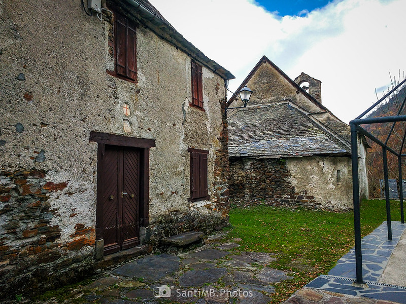 Detrás de la iglesia de Sant Joan de Toran