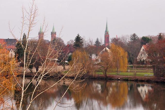 12. Dezember 2018 - Kleiner Vormittagsspaziergang in Neckarhausen ... Neckardamm mit Blick auf den Neckar und die Fähre nach Ladenburg --- Foto: Brigitte Stolle