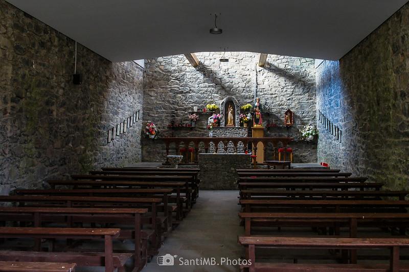 Interior de la capilla de la Mare de Diu dera Artiga de Lin