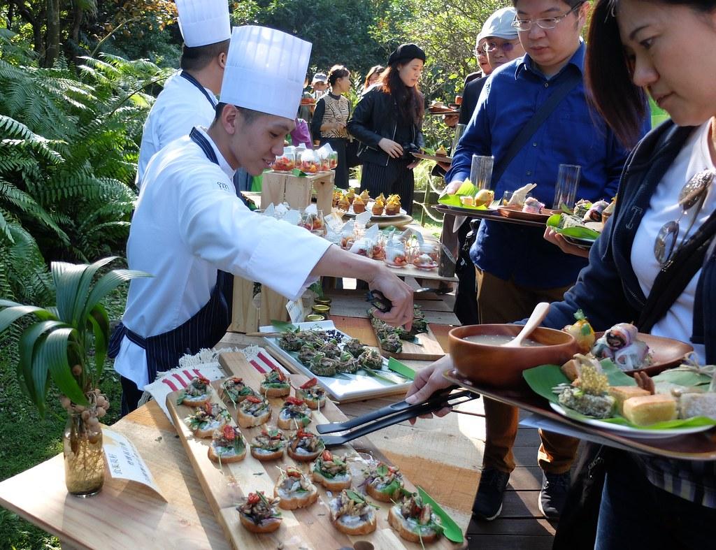 台北植物園舉辦餐酒會,讓參加民眾品嘗料理同時,也認識台灣原生種植物。攝影:林睿妤。
