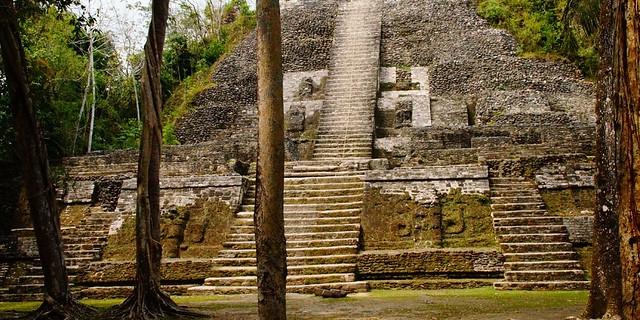 Pirámide maya en Belice
