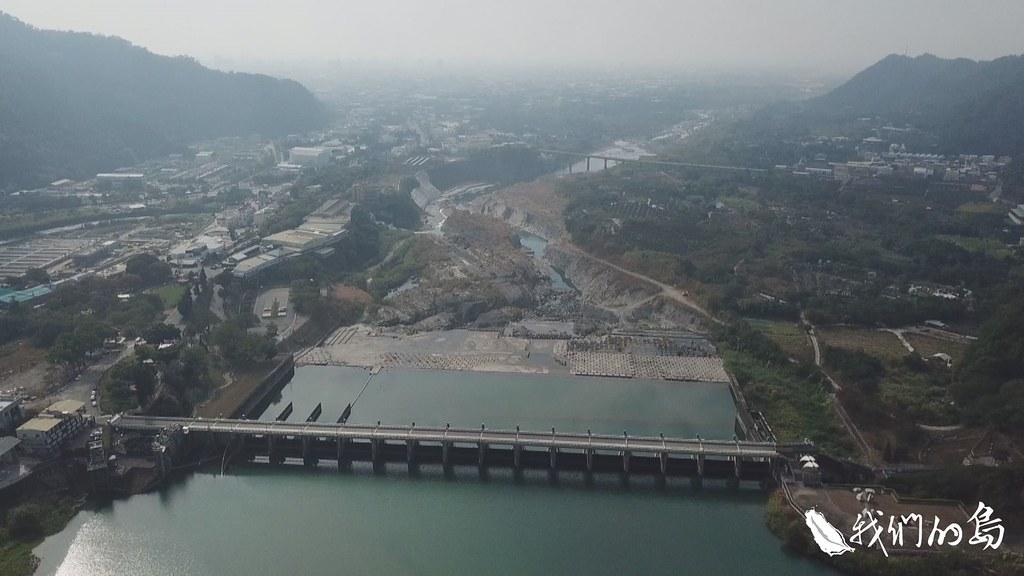 政府在大甲溪興建了六座水壩,這些壩體在運作多年後都面臨淤積問題。