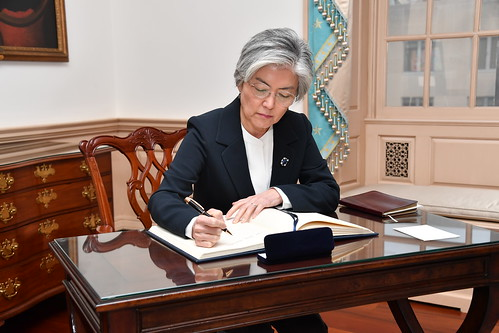 Republic of Korea Foreign Minister Kang Kyung-wha signs Secretary Pompeo's guestbook | by U.S. Department of State