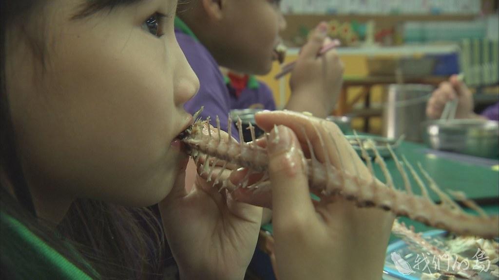 岳明國小校長認為,孩子的挑刺能力可以被培養的。